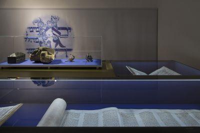 Ausstellungsansicht Glaubensfragen Friedbau