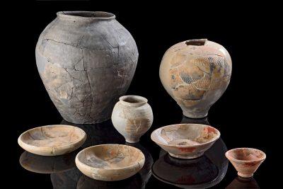 Pressefoto Keramikgefäße aus römischen Gräbern, © Landesamt für Denkmalpflege im Regierungspräsidium Stuttgart, Foto Yvonne Mühleis