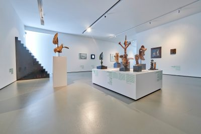 Pressefoto Ausstellungsansicht (2) Warum Kunst, kunsthalle weishaupt, Foto Henry M. Linder