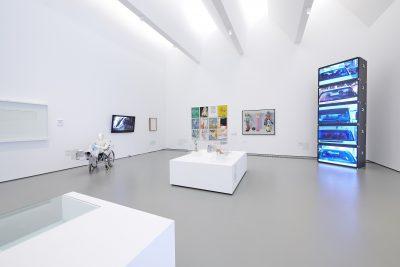 Pressefoto Ausstellungsansicht (4) Warum Kunst, kunsthalle weishaupt, Foto Henry M. Linder