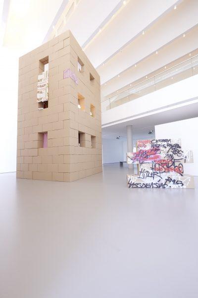 Pressefoto Ausstellungsansicht Warum Kunst (Konstantin Felker), kunsthalle weishaupt, Foto Henry M. Linder