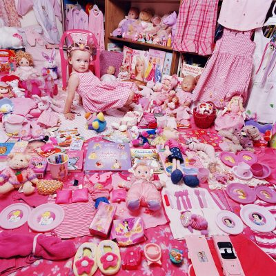 10 The Pink Project – Emily and Her Pink Things, NY, USA 2005 © JeongMee Yoon