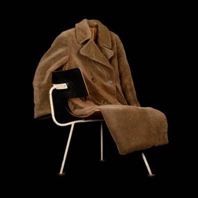 Mantel und Stuhl