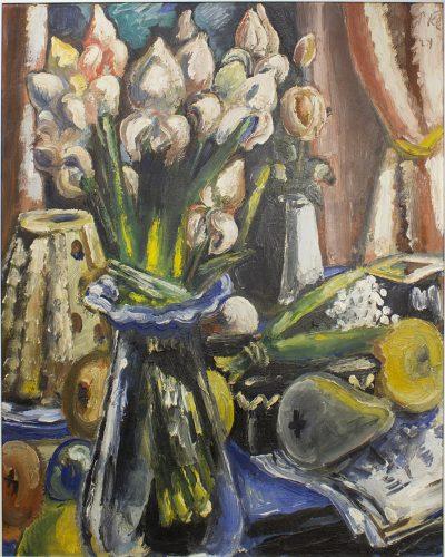 Paul Kleinschmidt, Stillleben mit Irisstrauß und Baumkuchen, 1949, Öl auf Leinwand, Leihgabe J.C. Salzmann