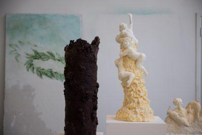 Sonja Alhäuser, Amourettenberg, 2019, Margarine, VG Bild-Kunst, Bonn 2019