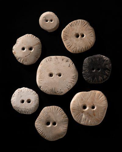 Steinscheiben aus der Grabung, 1960, Durchmesser max. 6,9 cm; Foto Landesmuseum Württemberg, H. Zwietasch