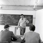 Tomás Maldonado im Unterricht, 1958, Foto Wolfgang Siol, © HfG-Archiv Ulm
